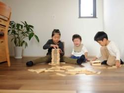 無垢の床では裸足がオススメ~浜松市のパッシブ新築注文住宅のマルベリーハウス(桑原建設)